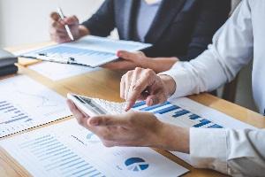 Bei der Wahl der richtigen Abschreibungsmethode ergeben sich bilanzielle Vor- und Nachteile.