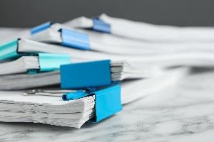 Mittels einer Betriebsprüfung nimmt die Finanzverwaltung alle relevanten Dokumente unter die Lupe.