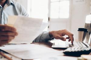 Die Finanzverwaltung überprüft die Kosten auffälliger Vorgänge der Vergangenheit und bewertet, ob diese als Repräsentationskosten angemessen waren.