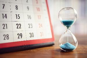 Die Höchstgrenze für eine kurzfristige Beschäftigung liegt laut § 115 SGB IV bei 3 Monaten oder 70 Arbeitstagen.