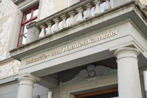 In Deutschland muss jeder Gewerbetreibende Mitglied der IHK sein und Kammerbeiträge zahlen.