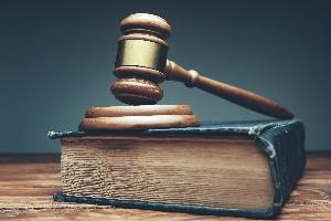 Der Käufer hat die freie Wahl, ob er sich auf die Garantieversicherung oder auf die Sachmängelhaftung beruft.