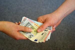 Dem Unternehmer ist es selbst überlassen, ob er seinen Mitarbeitern sogenannte freiwillige soziale Leistungen zahlt.