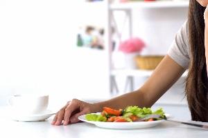 Was gilt für die Spesensätze, wenn Mahlzeiten zur Verfügung gestellt werden?