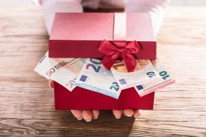 Als absetzbare Spenden gelten sowohl Geld- als auch Sachspenden.