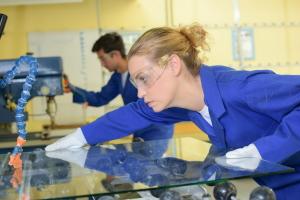 Ein Arbeitsverhältnis zu kündigen ist in einem Kleinbetrieb leichter möglich.