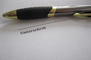 Arbeitsvertrag: Die wesentlichen Inhalte sollten aus Beweisgründen schriftlich vereinbart werden.