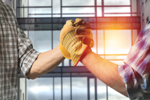 Arbeitsvertrag: Auch beim Minijob kommt ein solcher Vertrag zustande - entweder mündlich oder schriftlich.