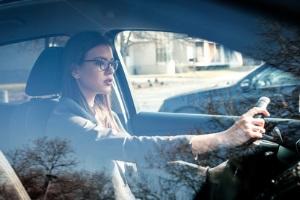 Bei betrieblich nur leicht genutzten Autos kann sich statt eines Firmenwagens die Kilometerpauschale lohnen.