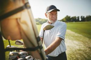 Die Einkommensteuer betrifft auch Rentner, wenn diese gewisse Einkünfte erzielen.