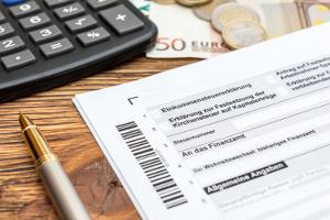 Einkommensteuererklärung: Für die unbeschränkte Steuerpflicht ist das Formular ESt 1 A zu nutzen.