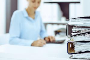 Einnahmenüberschussrechnung: Trennen Sie Umsatzsteuer und Nettoausgaben bzw. -einnahmen.