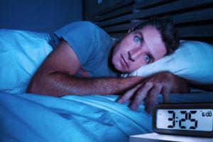 Gesundheitliche Folgen der Arbeitslosigkeit sind z B. Schlafstörungen und Depressionen.