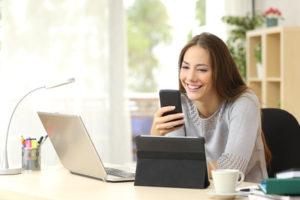 Handy absetzen – so beteiligt sich das Finanzamt an den Kosten