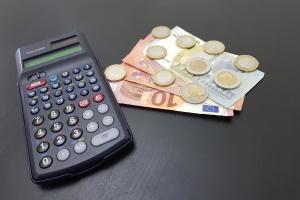 Hilfe bei Schulden: Eine Schuldnerberatung macht Sinn, um den Weg aus der Überschuldung zu finden.