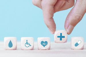 Lohnnebenkosten: Beispiele für zusätzliche Kosten sind Kranken- und Pflegeversicherung.