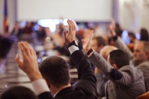 Mitbestimmungsrecht: Der Betriebsrat hat laut Definition weitreichende Befugnisse.