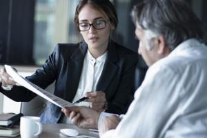 Notariat - Bedeutung: Der Begriff bezeichnet entweder das Amt oder die Kanzlei eines Notars.
