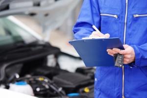 Beim Restwertleasing schätzt ein Gutachter am Ende der Vertragslaufzeit den Restwert des Autos ein.
