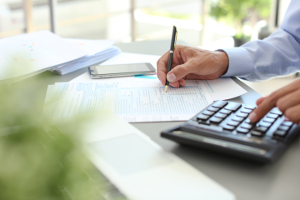 Bei der Steuererklärung können die Handwerkerkosten abgesetzt werden.