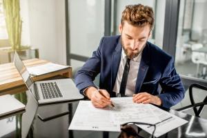 Verschiedene Steuerformulare sind Teil der Einkommensteuererklärung.