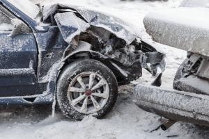 Unfallversicherung: Ein Auto ist oftmals bereits durch die Kfz-Haftpflicht abgedeckt.