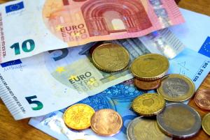 Versicherungen absetzen: Die Höchstgrenze liegt für Angestellte bei 1.900 Euro.
